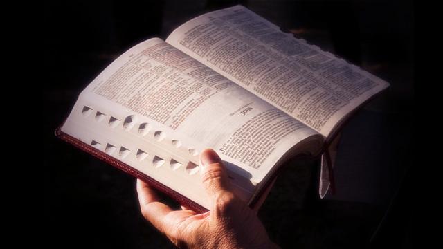 A Igreja alguma vez já proibiu a leitura da Bíblia?