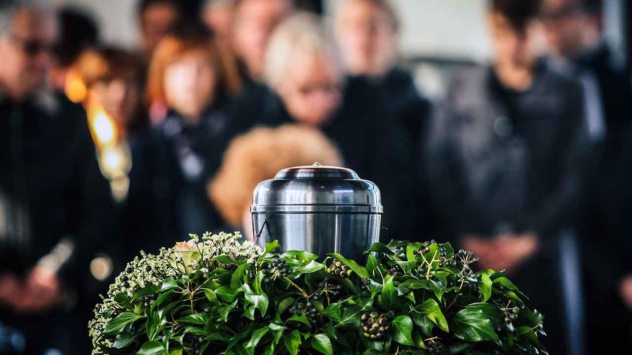 A Igreja proíbe a cremação dos corpos?