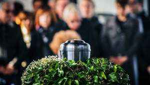 43. A Igreja proíbe a cremação dos corpos?