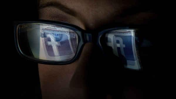 Como o Facebook pode ser uma armadilha para a castidade?