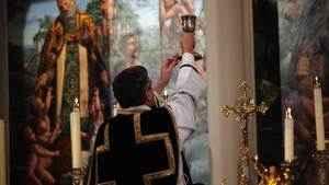 57. Ainda se celebra Missa pelos mortos?