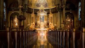 68. Qual é a posição que o sacrário deve ocupar na Igreja?