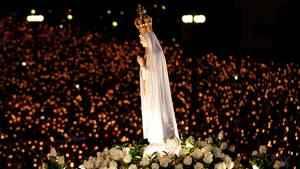 188. Récita do Santo Terço em honra à Virgem de Fátima