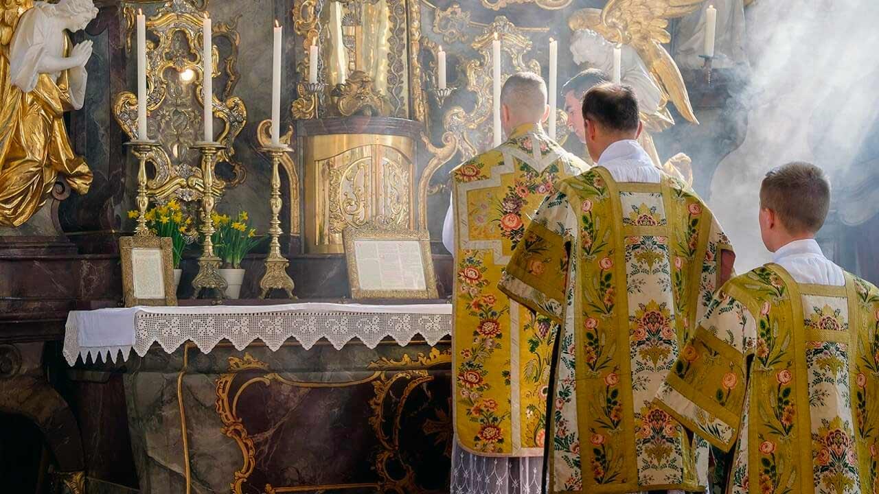 Por que voltar ao uso do latim na liturgia?