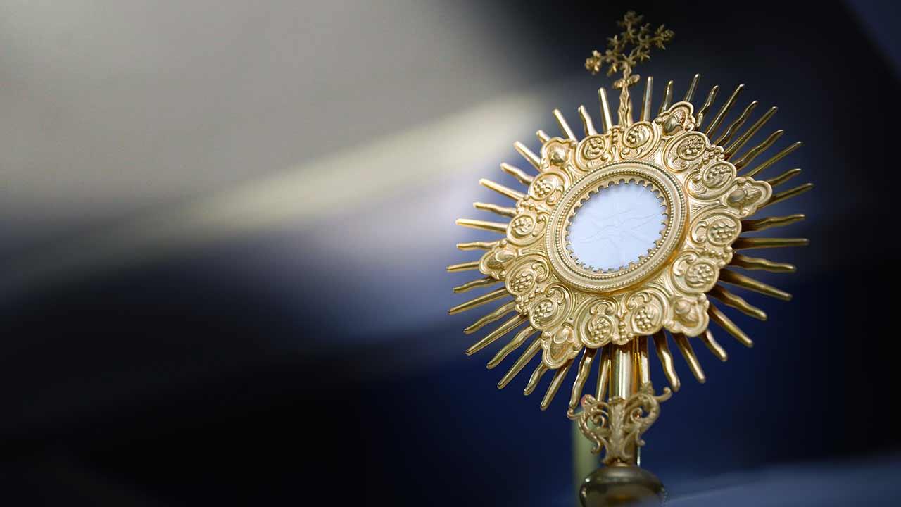 "A ""presença física"" de Jesus na Eucaristia"