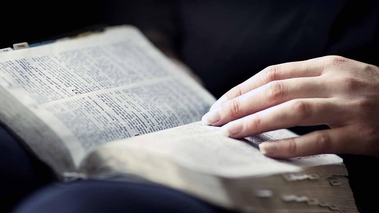 Qual a diferença entre a Bíblia católica e a protestante?