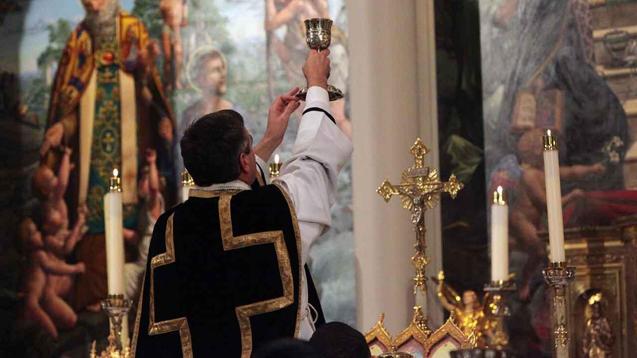 É permitido o uso do preto como cor litúrgica?