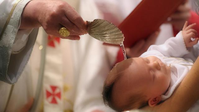 Por que preciso batizar o meu filho quando criança?