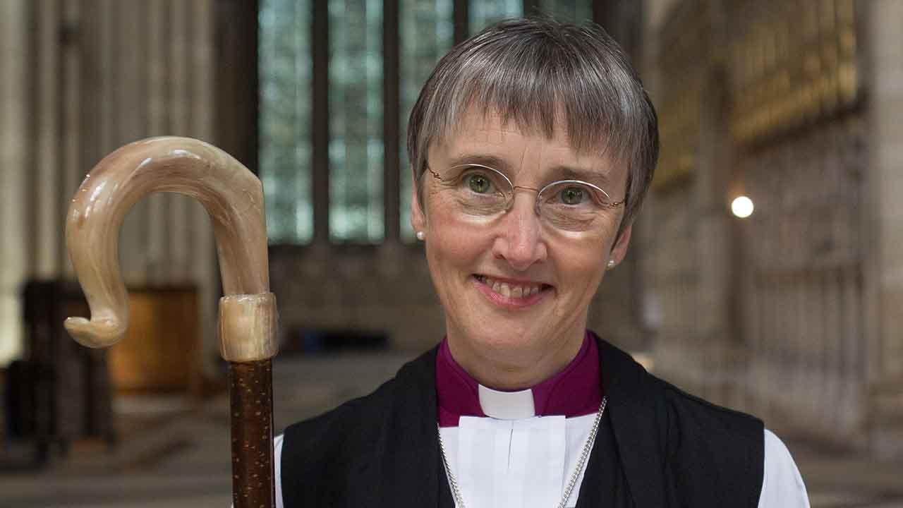 É possível que no futuro a Igreja permita a ordenação sacerdotal de mulheres? (I)