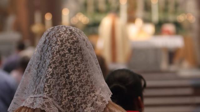 É permitido o uso do véu na Igreja?