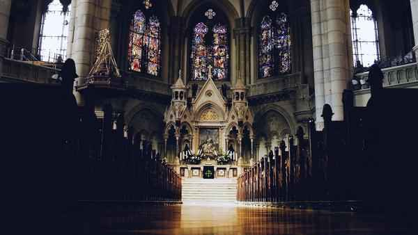 Como ainda crer na santidade da Igreja?