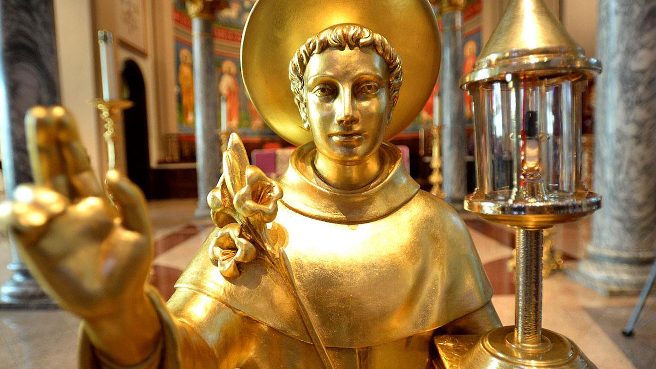 Por que a Igreja permite a veneração de relíquias?