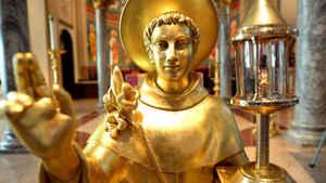 217. Por que a Igreja permite a veneração de relíquias?