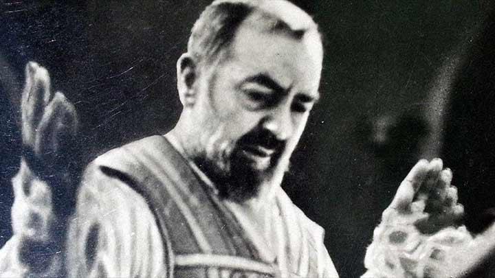 A assombrosa luta épica entre o Padre Pio e Satanás