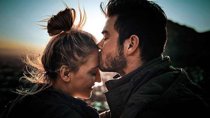 Deixar o beijo para o casamento?