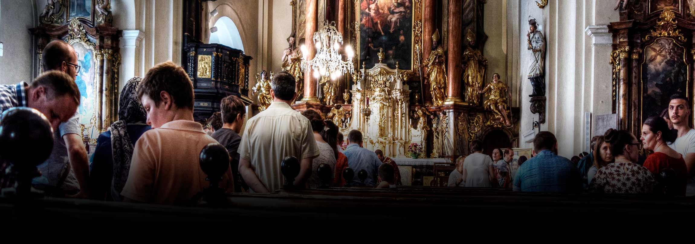 Podem-se cumprir dois preceitos com uma só Missa?