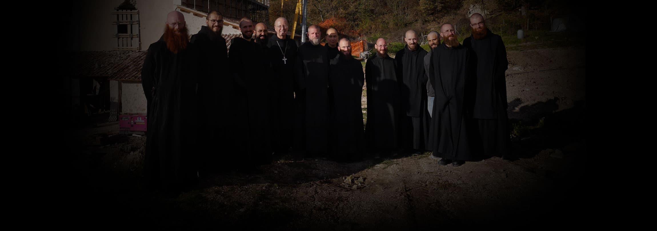 Conheça a história dos monges que cantam e rezam na terra de São Bento
