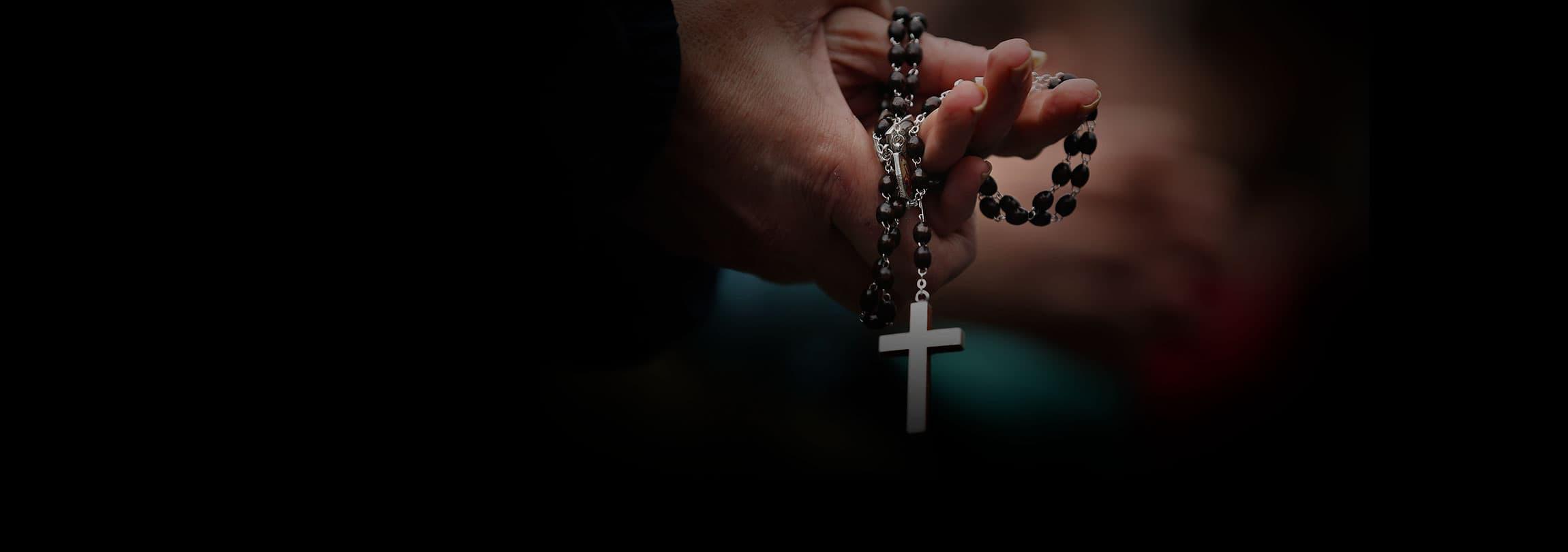 Multados porque estavam rezando o Rosário