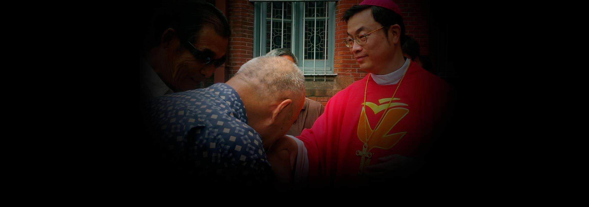 O corajoso Bispo de Xangai dá um comovente testemunho de fé